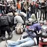 Les heurts ont fait plusieurs blessés parmi les manifestants.
