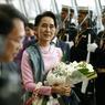 EN VISITE. Aung San Suu Kyi, présidente birmane depuis quelques mois, a atterri aujourd'hui en Thaïlande afin d'aller à la rencontre d'une diaspora birmane, forte de plusieurs centaines de milliers de personnes, fuyant la misère et la guerre. La transition politique de novembre 2015 a accompagné la Birmanie vers une mouvance démocratique mais les conflits entre la Tatmadaw, l'armée birmane, et les groupes armés non-étatiques n'ont pas cessé.