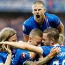 HÉROIQUES. L'Islande est en quart de finale de l'Euro-2016 ! A Nice, cette nation de seulement 323 000 habitants s'est imposée, lundi 27 juin, face à l'Angleterre (2-1). Rapidement menés suite à un pénalty transformé par Rooney, les Islandais ont répondu présent en inscrivant deux buts en dix minutes. Ils affronteront l'équipe de France pour une place en demi-finale, dimanche 3 juillet, au Stade de France.