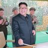 CHEF SUPRÊME. Cette photo non datée a été publiée par l'agence centrale d'information nord-coréenne. On y voit Kim Jong Un tout sourire après le tir de deux missiles à moyenne portée. Ce mercredi 29 juin, Pyongyang a gravé dans le marbre l'absolutisme du pouvoir du jeune leader de 33 ans en le nommant à la tête d'un nouvel organe de gouvernement coiffant tous les autres pouvoirs en Corée du Nord.