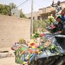 LIBÉRATION. Après avoir chassé les troupes de l'Etat islamique de Tikrit, Baiji, Ramadi, l'armée irakienne a célébré une nouvelle victoire en reprenant la ville de Faloudja. Ce mardi 28 juin, plusieurs soldats, enlaçant un ours en peluche, ont paradé dans la ville à bord d'un char recouvert de fleurs. Il s'agirait du premier véhicule blindé à entrer dans la zone depuis le départ des djihadistes. Ces derniers ne contrôlent plus, en Irak, que Mossoul et quelques autres petites villes dans le désert au nord-ouest du pays.