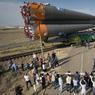 PROCHAIN ARRÊT, L'ESPACE. La fusée russe Soyouz-FG est arrivée à sa base de lancement de Baïkonour, au Kazakhstan lundi 4 juillet. Prévu pour le 7 juillet prochain, le vol transportera, en plus de ses pilotes, les astronautes Kate Rubbins (USA), Takuya Onishi (JPN) et le cosmonaute Anatoly Ivanishin (RUS) pour rejoindre la Station spatiale internationale, apportant avec eux ravitaillement et équipements. Ce sera son 129ème vol habité.