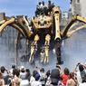 VISION DE CAUCHEMAR. Sortie des ateliers de « Les Machines de l'Ile », l'araignée géante Kumo, pilotée par ses ingénieurs, a traversé les rues de Nantes, le 8 juillet. Des milliers de personnes sont venus admirer l'insecte de bois et d'acier, qui ne possède pas de venin mortel, mais un jet d'eau qui a fait le bonheur des enfants