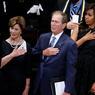 HOMMAGE. Le couple présidentiel Obama ainsi que le couple Bush étaient réunis, ce 12 juillet, à l'occasion de la cérémonie d'hommage aux cinq officiers de police abattus le 7 juillet dernier.