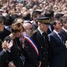LA COLÈRE. Manuel Valls, Christian Estrosi et le prince Albert II de Monaco, lors de la cérémonie d'hommage à Nice, lundi 18 juillet. A son arrivée devant le Monument du Centenaire, le Premier ministre Manuel Valls a été hué par une partie de la foule, puis juste après la minute de silence.