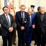 UNE MÊME VOIX. Les représentants des cultes de France se sont réunis ce matin à l'Elysée, à la demande du Président de la République. L'assassinat du père Hamel a été unanimement condamné, le recteur de la Grande Mosquée de Paris, Dalil Boubakeur parlant d'un «sacrilège blasphématoire contraire à tout l'enseignement de notre religion».