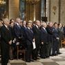 CÉRÉMONIE. Dans la cathédrale Notre-Dame, les responsables politiques se sont rassemblés le 27 juillet pour assister à la messe en hommage au prêtre Jacques Hamel, assassiné à Saint-Etienne du Rouvray. Le président de la République, le premier ministre, les présidents de l'Assemblée et du Sénat, les chefs de partis, et 2000 personnes, croyantes ou non, ont tenus à être présents.