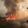 SUR LE FRONT. Tous les pompiers californiens sont mobilisés à Santa Clarita, pour tenter de contenir les flammes, qui ont bien failli atteindre Los Angeles deux jours plus tôt. Plusieurs autres incendies se propagent dans les terres, aidés par la sécheresse chronique qui touche la Californie depuis des années. Des centaines de maisons ont été détruites depuis le début de l'été.