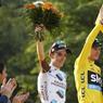 UN DERNIER TOUR. Le 103ème Tour de France s'est achevé dimanche 24 juillet, avec la traditionnelle arrivée sur les Champs Elysées. Grand vainqueur pour la 3ème fois, l'anglais Chris Froome est monté sur la première place du podium, suivi du français Romain Bardet et du colombien Nairo Quintana.
