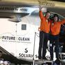 EXPLOIT. Andre Borschberg et Bertrand Picard célèbrent l'arrivée de Solar Impulse 2 à Abu Dhabi, Emirats Arabes Unis, la dernière étape de ce tour du monde entrepris il y a quinze mois. L'avion du futur et ses pilotes, avec 42 000 km et 500 heures de vol au compteur, viennent de boucler le premier tour du monde d'un avion propulsé par l'énergie solaire.