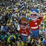 HORS JEU : Alors que le Brésil se prépare à recevoir les Jeux Olympiques, des milliers de manifestants sont descendus dans les rues de Sao Paulo pour réclamer le départ définitif de Dilma Rousseff, suspendue de ses fonctions présidentielles par le Sénat. D'autres manifestations ont prôné, au contraire, son retour.