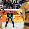 (MAUVAIS) ESPRIT OLYMPIQUE. Beaucoup se sont réjouis de cette image qui symboliserait l'union de tous à travers le sport, au-delà des différences « culturelles ». Ce serait oublier que la tenue intégrale arborée par les joueuses égyptiennes de beach-volley, lors de leur défaite le 7 août contre des Allemandes en bikini, enfreint à la fois le règlement des Jeux   « aucune sorte de démonstration ou de propagande politique, religieuse ou raciale n'est autorisée dans un lieu, site ou emplacement olympique »   et celui de leur fédération sportive, qui tolère depuis 2012 le port d'un short et d'un tee-shirt, mais pas davantage, sauf s'il fait moins de 16 °C… Ce qui n'était pas le cas dimanche dernier à Rio!