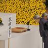 HOMMAGE. Le couple impérial nippon, lors de la commémoration annuelle en l'honneur des morts japonais de la Seconde Guerre mondiale, à Tokyo. L'Empereur Akihito, 82 ans, intronisé en 1990, est le 125ème empereur du Japon selon les croyances nipponnes. Sa santé se dégradant, la question de son abdication fait aujourd'hui débat sur les îles du Japon.