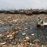 ORDURES. De jeunes garçons collectent des ordures recyclables, dans le port de pêche de Karachi, au Pakistan. Le problème des déchets est récurrent dans cette métropole de 20 millions d'habitants, capitale économique du pays.