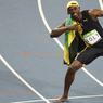 L'ÉCLAIR. Usain Bolt, l'homme le plus rapide de la planète, célèbre comme à son habitude son nouveau titre devant les photographes. Lors de la finale du 100m, le Jamaïcain a remporté sa troisième médaille d'or olympique consécutive sur cette distance. Une première dans l'histoire des Jeux.