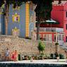 Veli Losinj était le fief des armateurs fortunés. Ce village, aux couleurs pastel, prospérait grâce aux chantiers navals avant d'être supplanté par Mali Losinj.