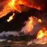 FOURNAISE À L'AMÉRICAINE.En Californie, ce ne sont plus seulement les collines qui prennent feu, c'est le feu qui prend parfois des allures de montagne. Comme ici, le mercredi 17août à San Bernardino, à l'est de Los Angeles. Baptisé Blue Cut Fire, cet incendie s'était déclaré la veille et n'a été maîtrisé que huit jours plus tard, non sans avoir carbonisé 96 maisons et 213 mobile homes, tout en provoquant l'évacuation de 82.000 habitants. Mais il n'était pourtant que l'un des six feux géants qui ont ravagé l'Ouest américain depuis le 15août et dévoré quelque 140.000hectares de forêts, broussailles et bâtiments. La célèbre Route 66 y a notamment perdu l'un de ses bars-restaurants les plus mythiques, le Summit Inn.