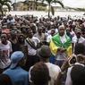 ÉLECTION. Au Gabon, Ali Bongo Ondimba (57 ans), président sortant briguant un nouveau septennat, et Jean Ping (73 ans), ont chacun annoncé une large victoire à l'élection présidentielle. Même si des forces de sécurité se sont déployées dans Libreville, aucun incident n'est pour l'instant à signaler. Les résultats définitifs du scrutin sont attendus dans la journée du 30 août.