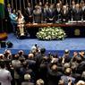 PASSATION DE POUVOIR. Michel Temer a prêté serment, mercredi 31 août, lors d'une brève cérémonie et devient formellement le nouveau chef d'état du Brésil. Quelques heures avant, Dilma Rousseff avait officiellement été destituée de son poste après le vote des sénateurs. Elle avait été dans un premier temps suspendu après avoir été accusée de corruption et de maquillage des comptes publics.
