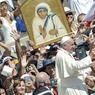 CANONISÉE. Mère Teresa de Calcutta, qui a dédié sa vie aux plus déshérités en vivant dans une austérité totale, a été déclarée sainte ce dimanche 4 septembre par le pape François lors d'une messe de canonisation célébrée sur la place Saint-Pierre devant quelque 120.000 fidèles. Sur la façade de la basilique, un portrait géant de la religieuse devenue une icône mondiale trônait, sous un ciel bleu et un soleil de plomb.