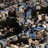 Les façades colorées de Jodhpur reflètent l'identité de l'Inde toute entière. Célèbre pour sa beauté, cette perle bleue est envoûtante.