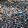 CHERCHER CHARLIE. Située sous Nantou Bridge à Shenzhen au sud de la Chine, cette fourrière est un vrai musée à ciel ouvert. Au cœur de cet immense terrain vague, on trouve de tout : vélos, scooter, motos, voitures qui s'entassent, tous confisqués par la police. Mais le plus difficile reste à faire pour tous les courageux qui souhaitent récupérer leur véhicule : le retrouver dans ce capharnaüm.