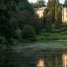 En traversant la forêt profonde de Müllerthal, au sortir du bois apparaît dans un environnement bucolique d'une rare beauté le château de Beaufort .