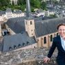 Stéphane Bern se fait l'ambassadeur du grand-duché du Luxembourg en publiant cette semaine son livre, «Mon Luxembourg, un pays à découvrir». Cet ouvrage est un chant d'amour pour ce territoire où s'ancre sa famille maternelle.