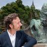 À cœur des Ardennes luxembourgeoises et aux pieds de la forteresse de Vianden, le buste de Victor Hugo qui séjourna ici, une œuvre de Rodin offerte par la France en 1935 pour l'ouverture de la maison-musée de Victor Hugo.