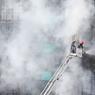 INCENDIE. Un violent incendie a ravagé mardi 2 novembre un bar karaoké du quartier ouest d'Hanoï. Le feu s'est rapidement propagé aux immeubles voisins avant que les pompiers n'interviennent. Le sinistre a fait 13 morts et plusieurs blessés.