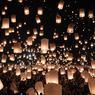 FÉERIE. Comme tous les ans à la même période, le festival traditionnel des lanternes de Yi Peng, en Thaïlande, a été organisé ce lundi 14 novembre. Ici dans la ville de Chiang Mai, dans le nord du pays, des milliers de lampions se sont élevés dans la nuit noire au moment où la saison des pluies prend fin et où la pleine lune illumine le ciel, comme autant de dévotions aux dieux.