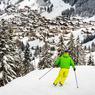 Un skieur dévalle les pistes qui conduisent à Chatel, station toute proche d'Avoriaz.
