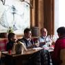Le restaurant la Réserve, table chic de la station, réputée pour son omble chevalier et ses babas flambés!