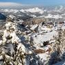 Du haut de son plateau d'alpage, Avoriaz surplombe la vallée de Morzine.