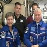ARRIVÉS. Plus de 48 heures après leur décollage du cosmodrome de Baïkonour au Kazakhstan, les trois astronautes à bord de la capsule Soyouz sont enfin entrés dans la station spatiale internationale dans la nuit de samedi à dimanche 20 novembre. «Nous vous regardons, et nous ne pourrions pas être plus fiers», a déclaré Charles Bolden, administrateur de la Nasa, en s'adressant à l'équipage de l'ISS, désormais au nombre de six avec l'arrivée de Thomas Pesquet, du Russe Oleg Novitski et de l'Américaine Peggy Whitson.