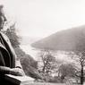 L'auteur de «Dix petits nègres» rêvasse à la fenêtre de sa propriété de Greenway, non loin de Dartmouth, en janvier 1946.