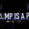 Quinze jours avant l'élection du nouveau président des Etats-Unis, Roger Waters truffe son concert de messages politiques anti-Trump.