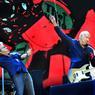 Roger Daltrey, au micro, et Pete Townshend, à la guitare, cinquante après la création du groupe The Who, et toujours la même énergie .