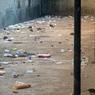 La nuit, les espaces extérieurs de la prison sont envahis par des dizaines de rats qui viennent se nourrir des déchets qui tapissent le sol.