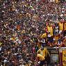 FIÈVRE POPULAIRE. Des milliers de Philippins ont envahi ce lundi 9 janvier les rues de la capitale Manille pour la traditionnelle procession du «Nazaréen blanc», la statue d'un Christ en bois noir, objet d'une dévotion ancienne aux Philippines, fervent pays catholique. Ce fameux Christ a été apporté par un prêtre espagnol sur l'archipel en 1607. Les Philippins lui prêtent la faculté de réaliser des miracles et d'exaucer des vœux.