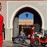 Devant l'entrée du Royal Mansour, considéré comme l'un des plus beaux hôtels au monde nous partons avec Thomas Chabrieres , le fondateur d'Insiders et Felix Mathivet pour notre road trip insolite.