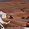 Planté dans le désert d'Agafay, à une trentaine de kilomètres de Marrakech, le camp Scarabeo est un bivouac de charme propice au dépaysement.