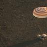 Le 7 septembre. Le vaissezu spatial Soyouz arrive à terre avec le membres l'équipage de l'Expédition 48.
