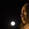 Le 14 novembre. La super lune près de la statue de Martin Luther King.