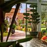 «Cherifia», Marrakech, le Beldi Country Clud. Conçu sur le modèle d'un douar (petit village marocain) l'hôtel est si agréable qu'on le conseille aussi pour bien dormir que dîner. On y prend de très beaux cours de cuisine marocaine !