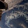 « Ce n'est pas tous les jours qu'on a la chance d'admirer les Alpes d'un seul coup d'œil... Enfin, sauf quand on vit sur l'#ISS ;)»