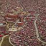 SOUS PRESSION.Tout autour du grand monastère de Larung Gar, dans la préfecture autonome tibétaine de Garzê, dans la province du Sichuan en République populaire de Chine, se serrent les milliers d'habitations des quelque 50000 moines qui officient ou étudient dans ce sanctuaire. Un quartier bien trop dense pour les autorités chinoises qui, depuis plusieurs années, essayent de réduire la population de ce complexe religieux, fondé en 1980 par Khenpo Jigme Phuntsok et considéré comme l'un des plus grands centres mondiaux dédié à l'étude du bouddhisme tibétain. Officiellement, le gouvernement central chinois déclare agir au nom de la sécurité des lieux et dans le but d'éviter une trop grande concentration de maisons et de personnes au même endroit.