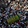 ASSASSINÉ. Des milliers de Birmans se sont rassemblés en masse ce lundi 30 janvier à Rangoun pour les funérailles de Ko Ni, célèbre avocat musulman, connu pour ses discours sur la tolérance religieuse, abattu la veille, un meurtre qualifié d'assassinat politique par le parti d'Aung San Suu Kyi. De retour d'un voyage avec une délégation gouvernementale, ce dernier, âgé de 63 ans, a été abattu alors qu'il attendait une voiture à l'extérieur de l'aéroport.
