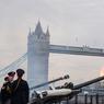 JUBILÉ. Ce lundi 6 février, Elizabeth II a inscrit un nouveau record dans l'histoire de la royauté britannique en devenant le premier souverain à fêter, pour ses 65 ans de règne, son jubilé de saphir. A cette occasion, plusieurs coups de canon ont été tiré par l'Honourable Artillery Company (HAC), plus ancien régiment de l'armée britannique.