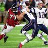HSTORIQUE. Au terme d'un match invraisemblable et d'un retournement de situation historique, les New England Patriots ont remporté, dimanche 5 février, pour la cinquième fois de leur histoire le 51eme Super Bowl. Menés 21-3 à la mi-temps par les Falcons d'Atlanta, les Patriots ont arraché la prolongation pour finalement l'emporter 34-28. En remportant un cinquième championnat et un quatrième titre de MVP (meilleur joueur du match), Tom Brady, le quaterback de New England, devient le joueur le plus titré de l'histoire de son sport.